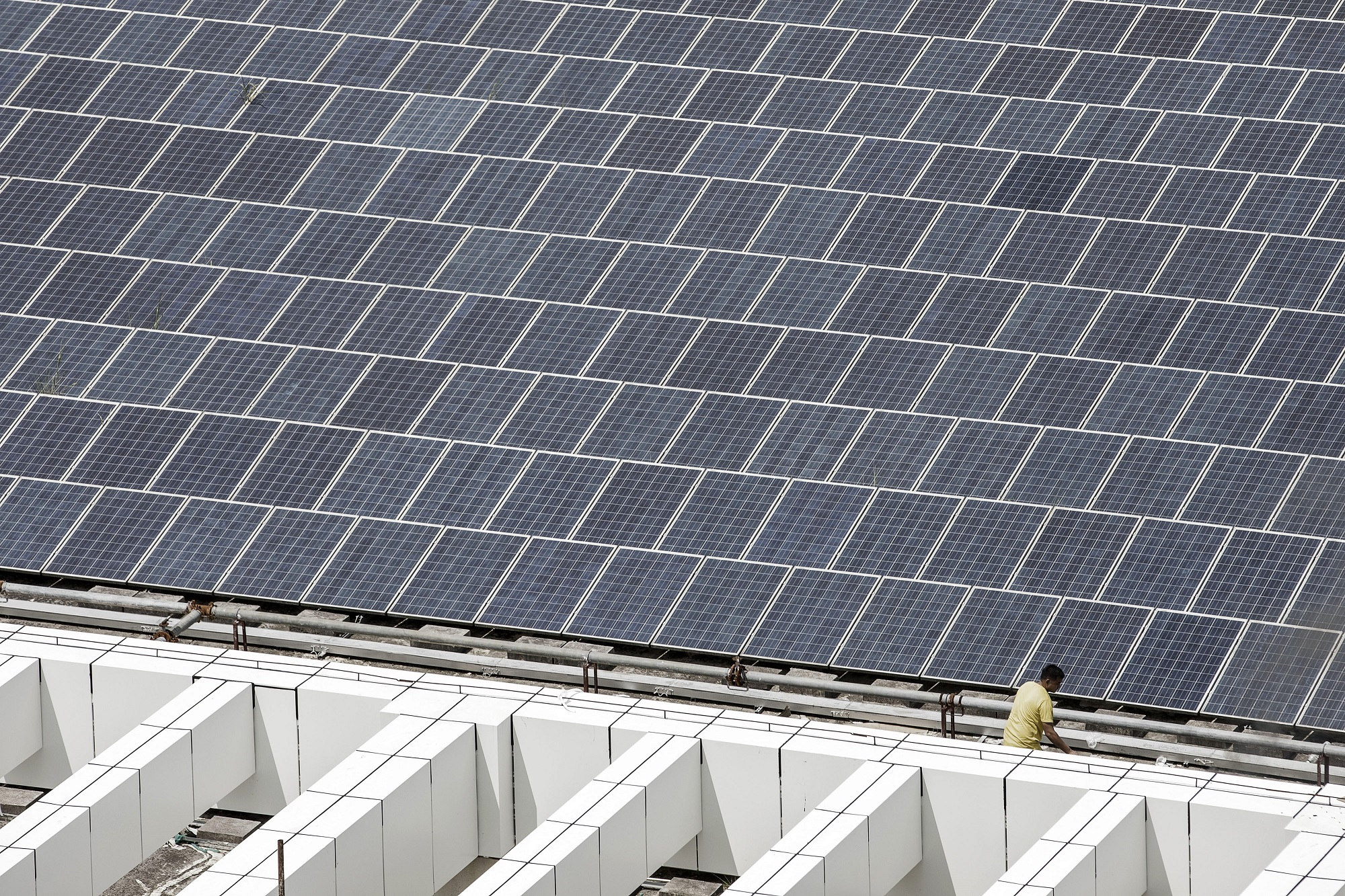 China hits record; spends over half of global PV investment