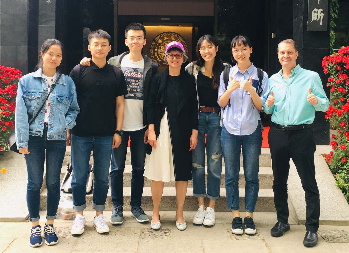 Chinese star students learn financial journalism in Bloomberg